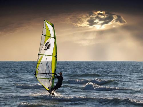 Windsurf and sun